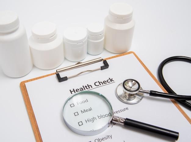 Concetto di salute con appunti e articoli sanitari correlati.