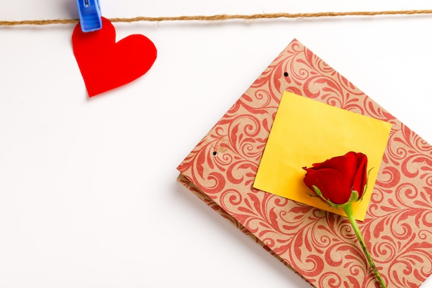 Concetto di san valentino, anniversario, festa della mamma e auguri di compleanno, copyspace