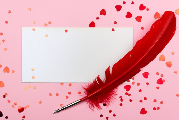 Concetto di san valentino su uno sfondo rosa con decorazioni. il concetto di san valentino, matrimoni, fidanzamenti, festa della mamma, compleanno, capodanno, natale e altre festività.