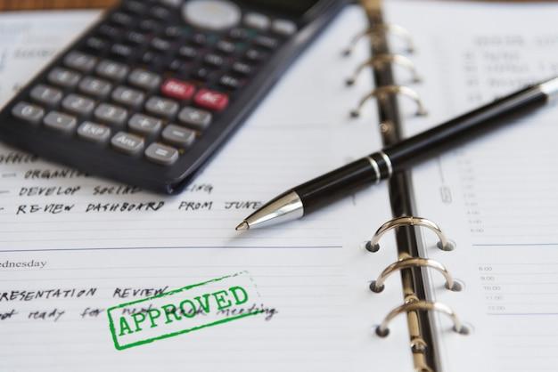 Concetto di scrittura di contabilità approvato affare