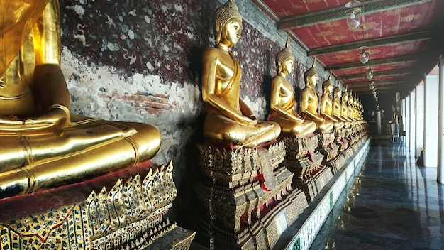Concetto di scultura tailandese di stile buddha