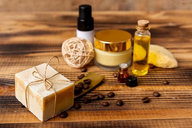 Concetto di spa angolo alto con sapone e olio