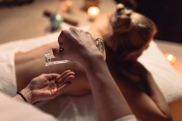 Concetto di spa con donna