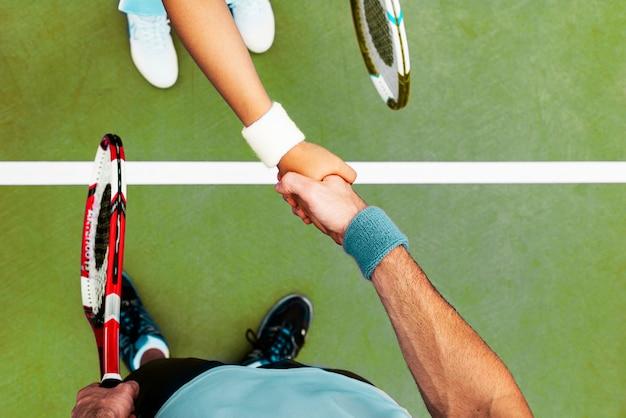 Concetto di stile di vita del gioco della partita di addestramento di palyer di tennis