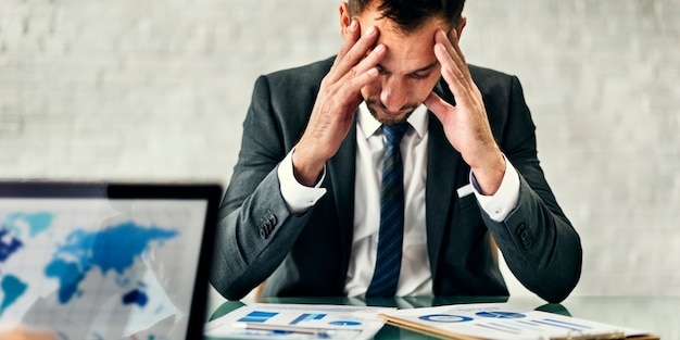 Concetto di strategia di leader stress meeting dell'uomo d'affari