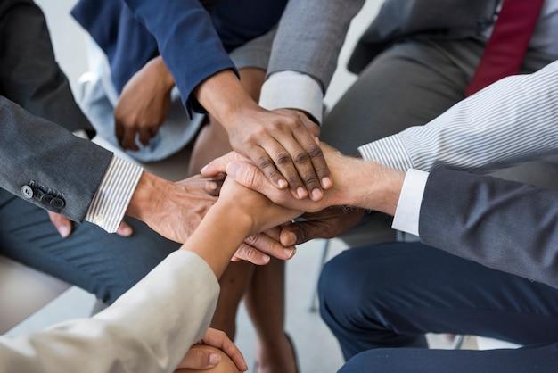 Concetto di supporto delle mani della pila del gruppo di affari