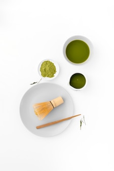 Concetto di tè matcha vista dall'alto sul tavolo