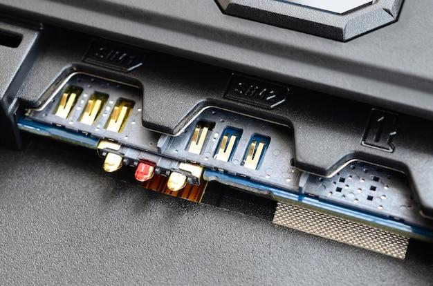 Concetto di tecnologia di comunicazione mobile a banda larga 5g. slot per doppia sim