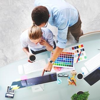 Concetto di tecnologia di lavoro di squadra di idee di creatività dello studio di progettazione