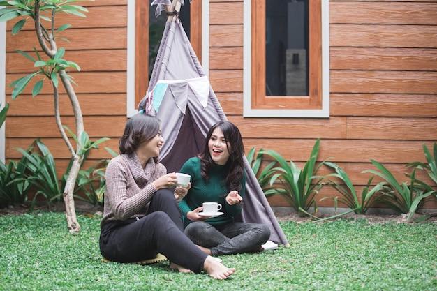 Concetto di tenda nel cortile
