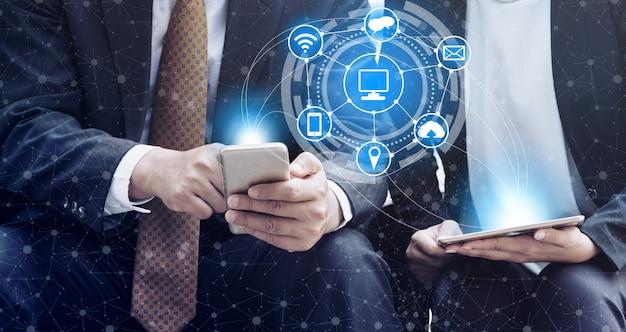 Concetto di trading e scambio di monete digitali criptocurrency.