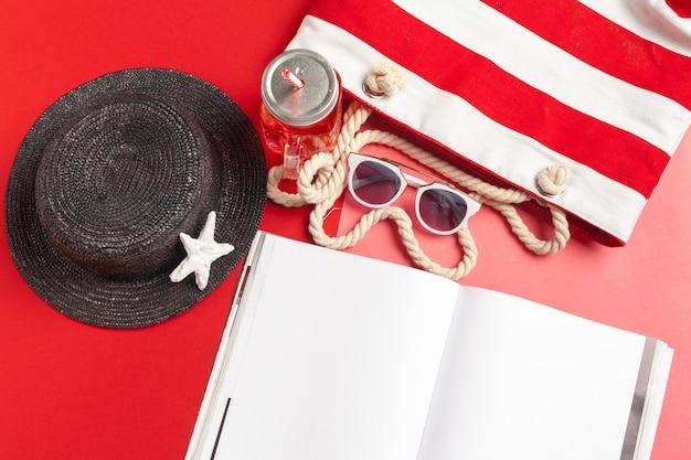 Concetto di vacanza della spiaggia di estate di diario di scrittura