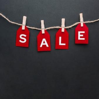 Concetto di vendita su sfondo nero