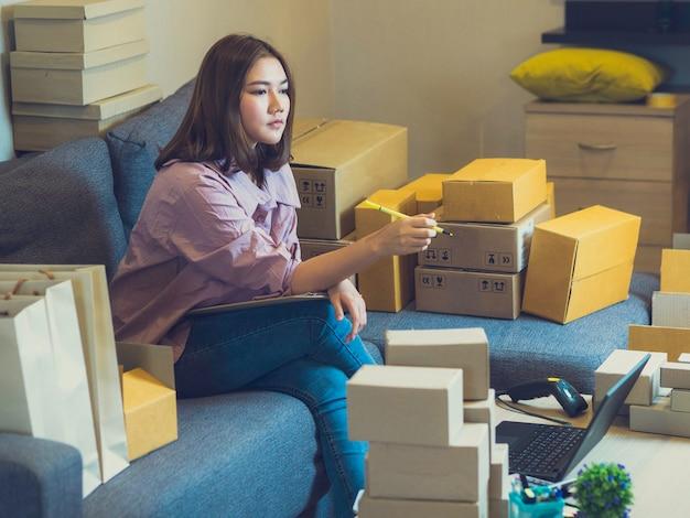 Concetto di venditore online casa d'affari