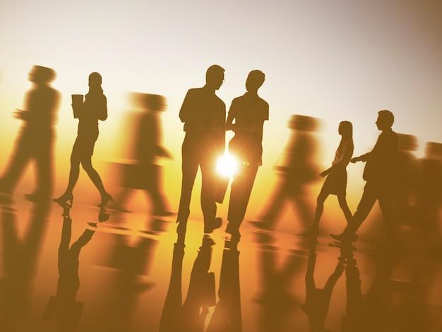 Concetto di viaggio di camminata del pendolare della gente di affari