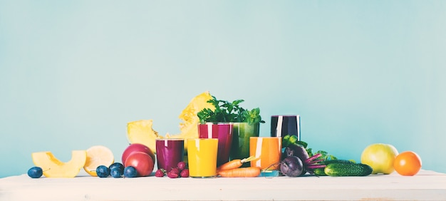 Concetto differente di salute di vetro del frullato dei succhi