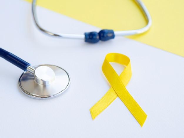 Concetto dorato del cancro dei bambini dell'angolo alto