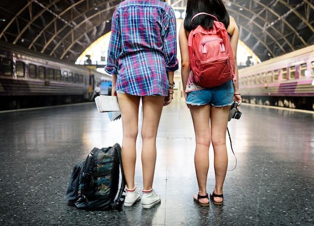 Concetto facente un giro turistico di viaggio di fotografia di ragazze