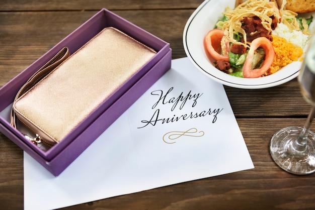 Concetto felice di congratulazioni della carta di anniversario