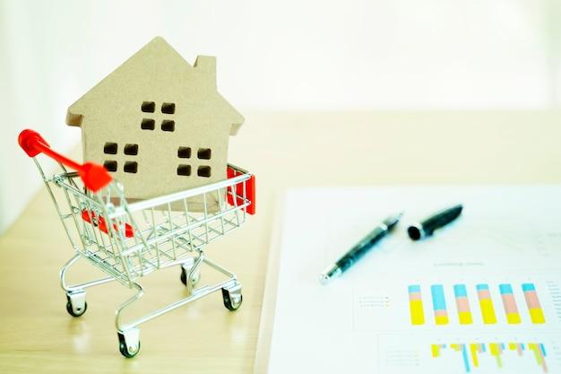 Concetto finanziario di investimento immobiliare e mutuo casa