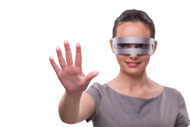 Concetto futuristico con techno cyber donna isolata su bianco