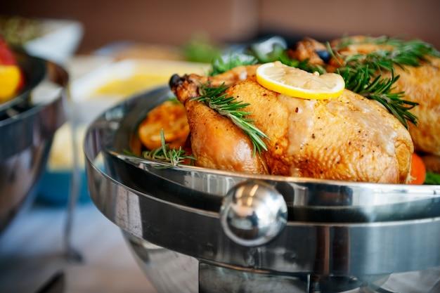Concetto gastronomico culinario del partito del buffet di cucina di approvvigionamento di cibo