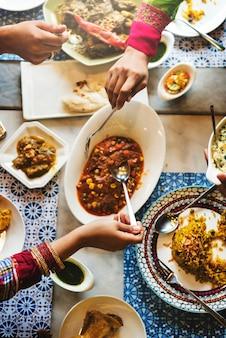 Concetto indiano della società di cibo del pasto indiano di etnia