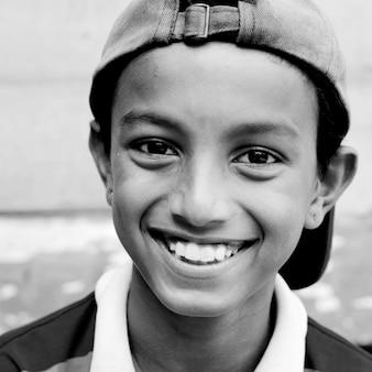 Concetto innocente della cultura malese del ragazzo asiatico