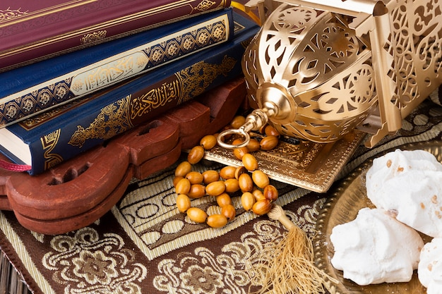 Concetto islamico del nuovo anno del primo piano con misbaha