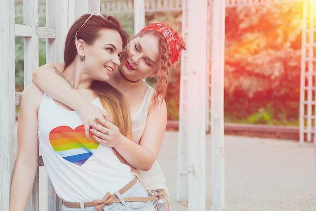 Concetto lesbico di felicità di momenti delle coppie di lgbt