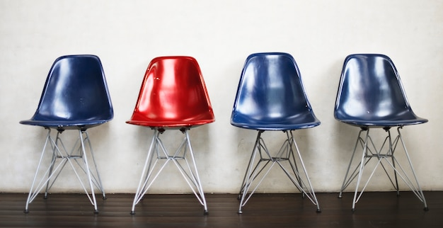 Concetto libero urbano dello spazio dell'interno della mobilia della sedia