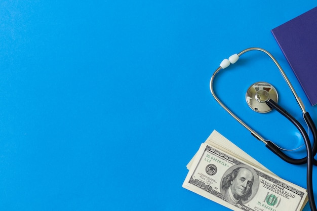 Concetto medico pagamento per i servizi di un dottore.