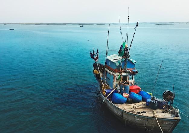 Concetto nautico della natura della nave di vista sul mare della barca del pescatore