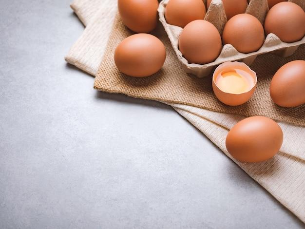 Concetto organico degli ingredienti alimentari delle uova di pollo