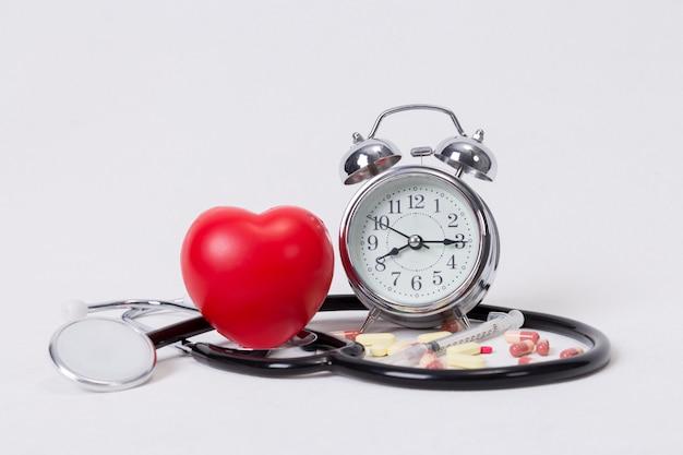 Concetto per tempistica, medicina e assistenza sanitaria