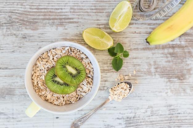 Concetto sano di cibo, dieta, dimagrimento e perdita di peso