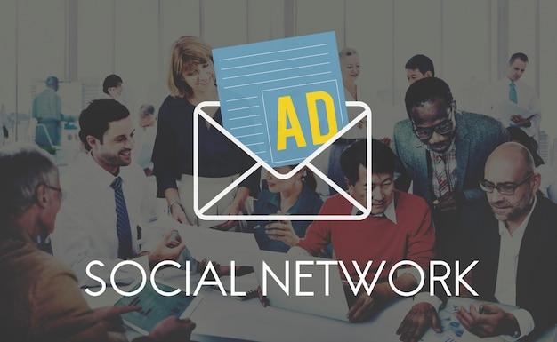 Concetto sociale della lettera di internet di media della pubblicità