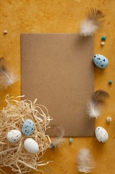Concetto tradizionale delle uova di pasqua di vista superiore