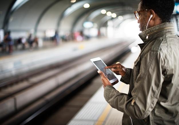 Concetto urbano del trasporto del pendolare di transito del treno