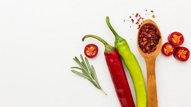 Condimento al peperoncino con copia-spazio