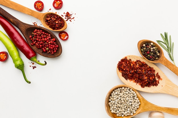 Condimento al peperoncino sul tavolo