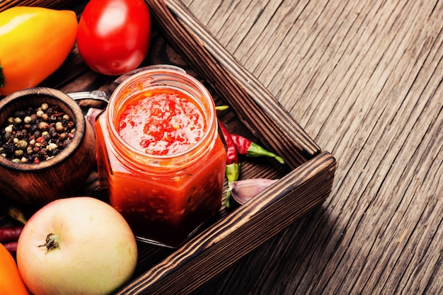 Condimento piccante, salsa adjika