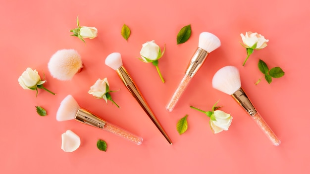 Confezione di spazzole e rose