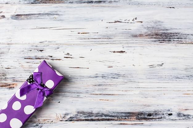Confezione regalo, sfondo. san valentino. confezione regalo gioielli bigiotteria. regalo di natale.