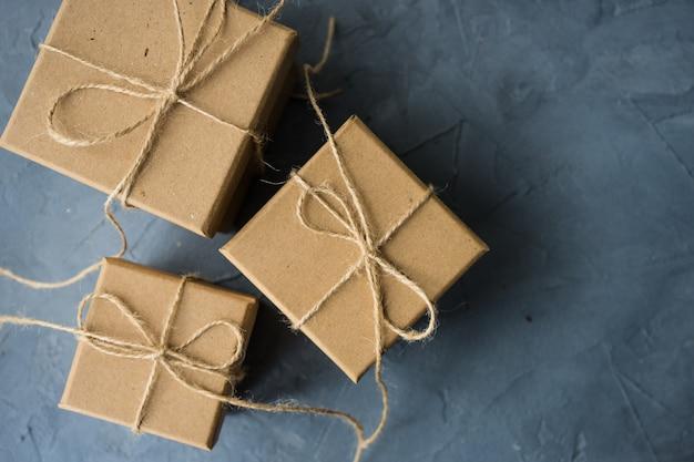Confezione regalo su calcestruzzo