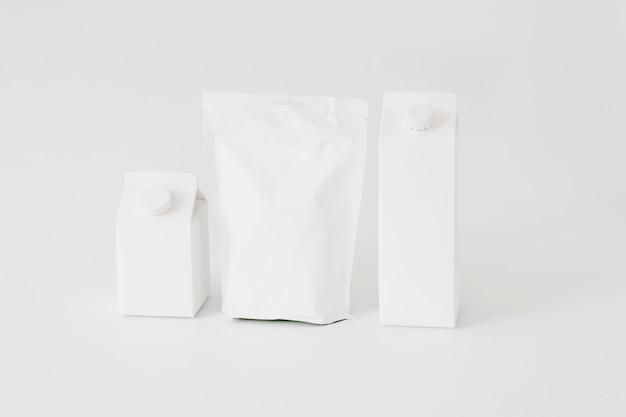 Confezioni di cartone e carta e bottiglie per prodotti caseari