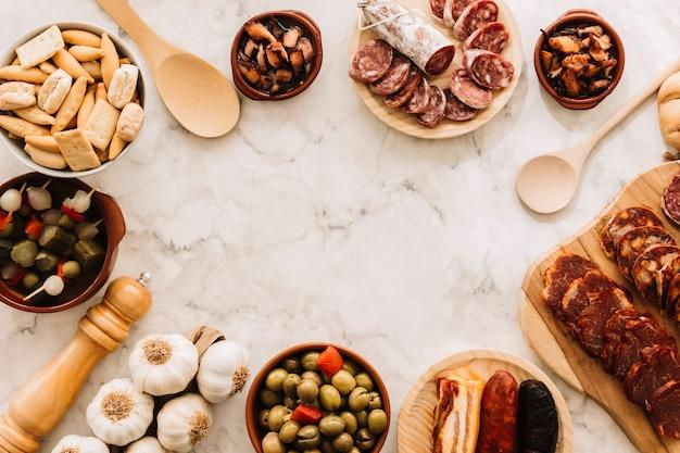 Confine dal cibo e dai cucchiai