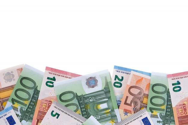 Confine di varie banconote in euro