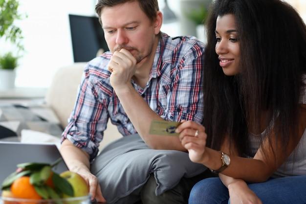 Coniuge multinazionale a casa