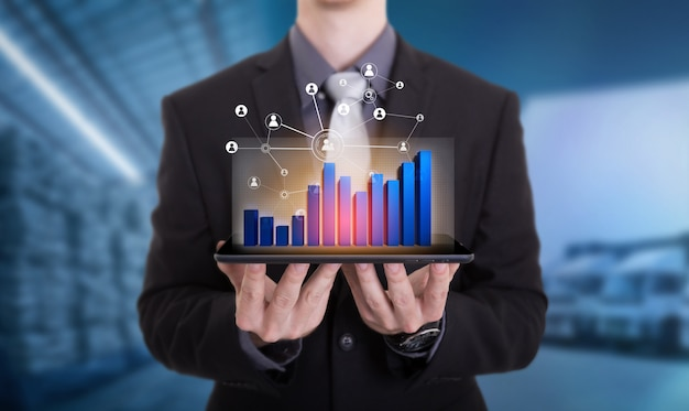 Connessione sociale e networking per la distribuzione di merci nel processo di magazzino